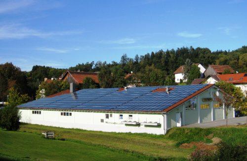 Gewerbehalle mit Photovoltaik